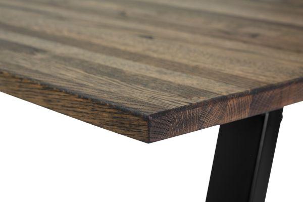Mørkt egetræsbord